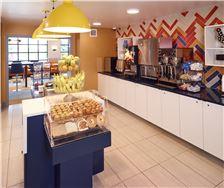 LivINN Hotel Minneapolis South/Burnsville Amenities - LivINN Burnsville Breakfast Area